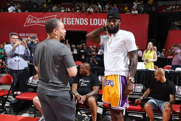17d143d14 Lakers Plan to Roll Out Warriors-Style  Death Lineup  with LeBron ...